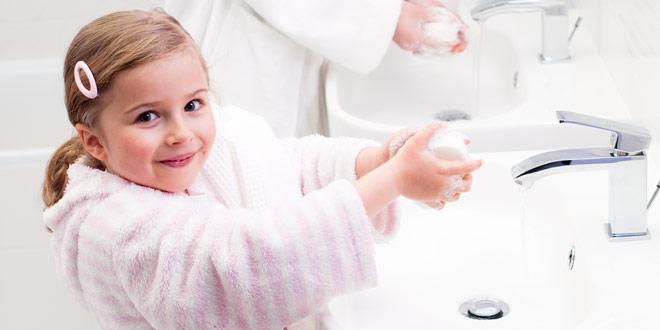 Ребенок моет руки профилактика аскаридоза