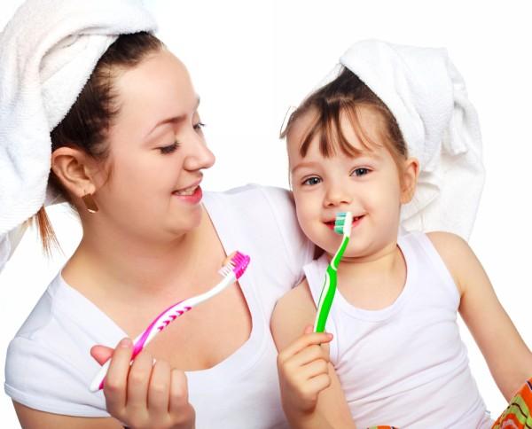 чистим зубы с мамой
