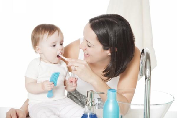 чистить зубы годовалому ребенку