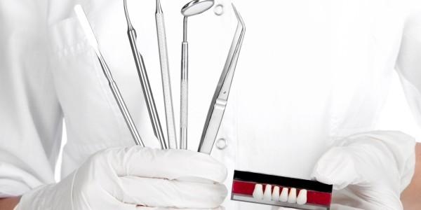 Как происходит и сколько стоит герметизация зубов у детей