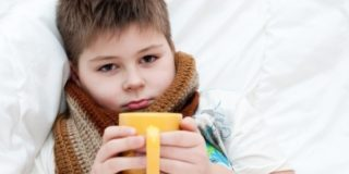 Почему появляются язвочки в горле у ребенка
