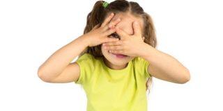 Светобоязнь у ребёнка – почему так больно смотреть на свет