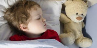 Почему ребенок храпит во сне