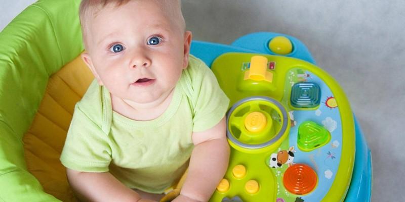 Нужно ли покупать ребенку ходунки?
