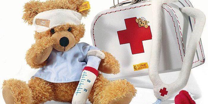 Что взять в аптечку, отправляясь на море с ребенком?