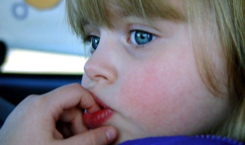 Чем лечить язвочки на языке у ребенка