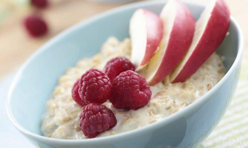 Рецепт овсяной каши с ягодами и фруктами